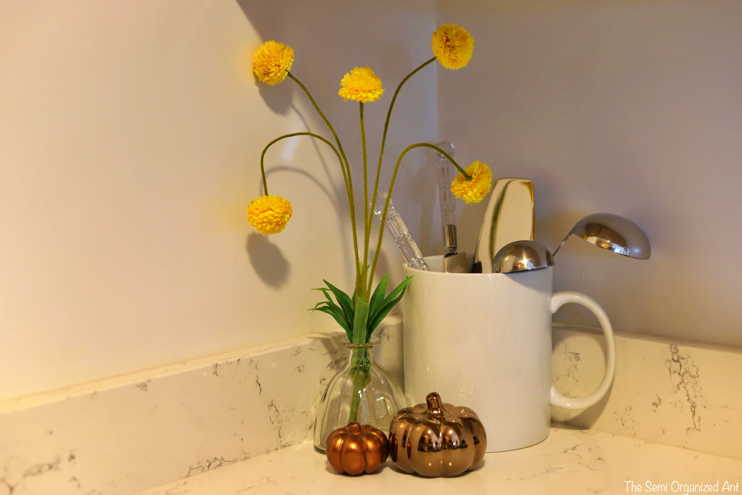 Simple Fall Kitchen Decor - The Semi Organized Ant